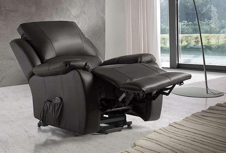 sillón relax de color marrón con reclinación eléctrica